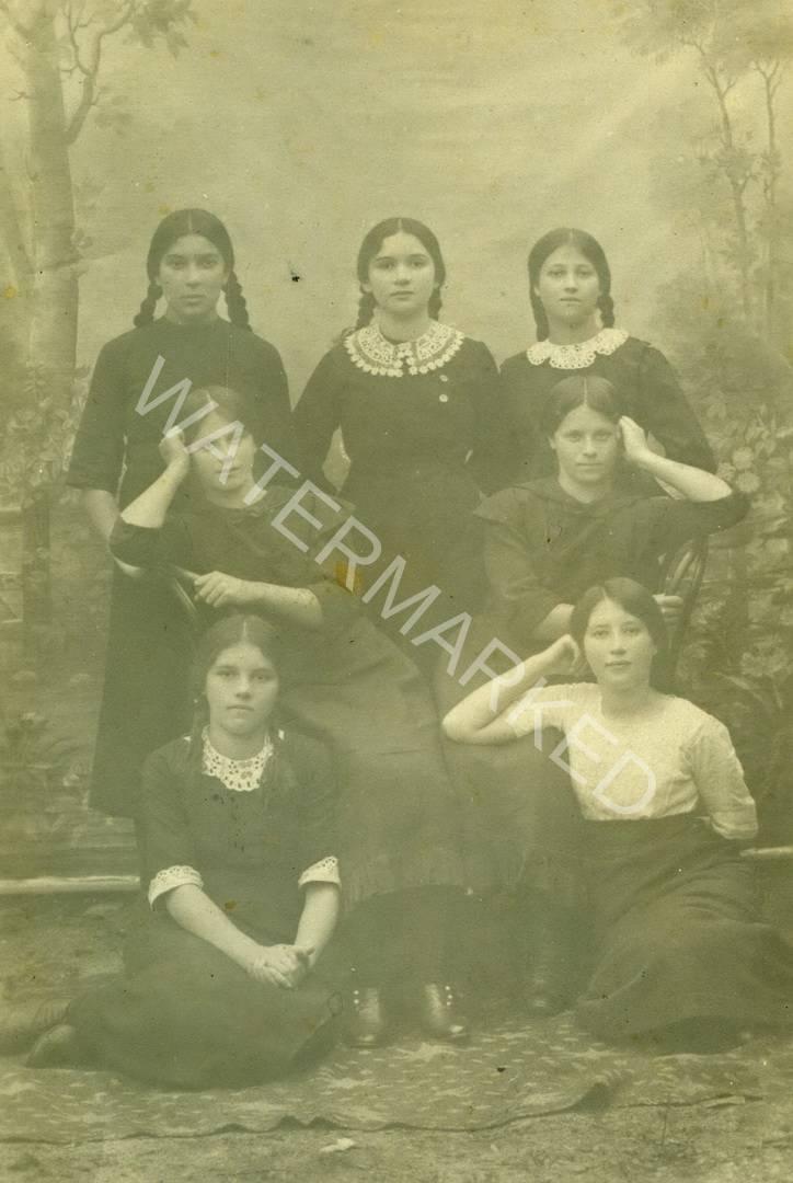 לודביפול יונה רבר ומשפחתה