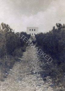 """בית הספר החקלאי """"כדורי"""", 1942-43   טיול אופניים להכרת הארץ של מפקדי גדנ""""ע. מפקד הטיול - שלמה תבורי - מפקד הגדנ""""ע הארצי."""
