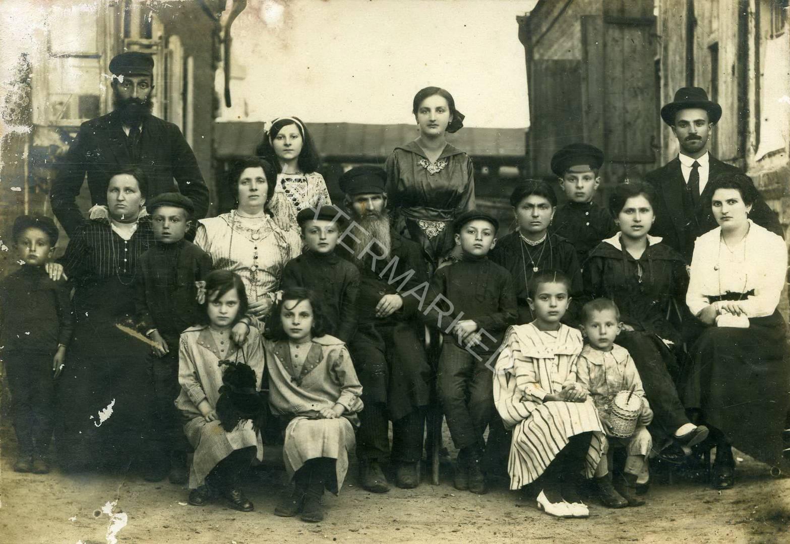 רובנה הרב חיים רוטנברג ומשפחתו