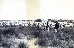 כיתוב: אביחיל, 1947 אימונים ליד הים.
