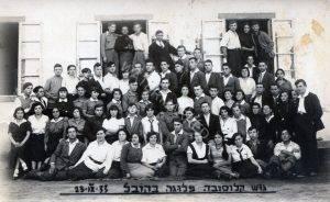 """""""גוש קלוסובה"""", פלוגה בקובל, 23 בספטמבר 1933. יעקב נסצקי בשורה המסודרת העליונה, שמיני משמאל. באדיבות בנו אלדד התמונות הללו."""