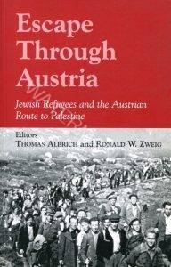 """הספר (קובץ מאמרים) Escape Through Austria. הספר משנת 2002 מעמיק וחודר להתרחשויות המורכבות והדרמטיות ביותר של """"הבריחה דרך אוסטריה"""" בימים שלאחר השואה. עורכים: Thomas Albrich ו Ronald W. Zweig."""